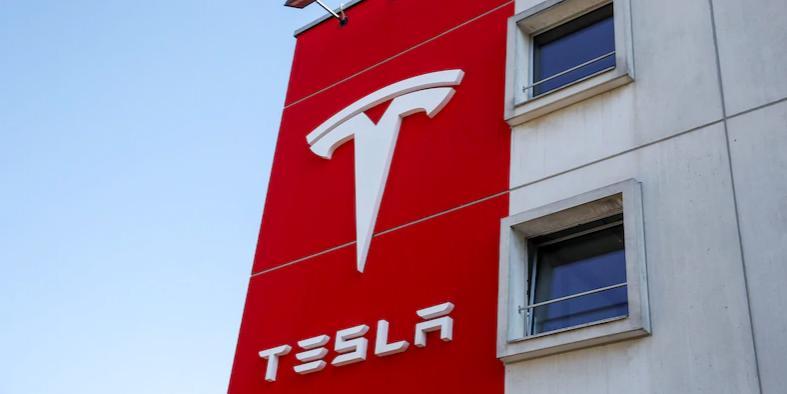 Name:  Tesla (1).jpg Views: 546 Size:  25.7 KB
